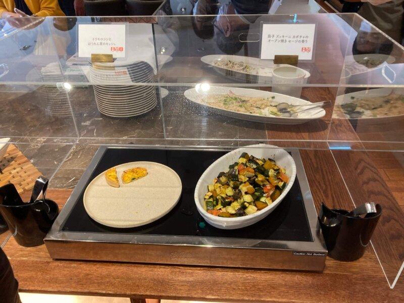 仙台ロイヤルパークホテルの『オールデイダイニングシェフズテラス』デリビュッフェのオーブン焼きとキッシュ