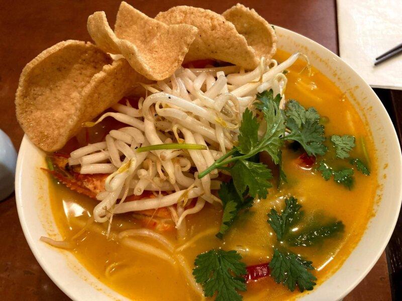 タイ料理レストラン『ThaChang(ターチャン)』ランチセットのトムヤムクンラーメン