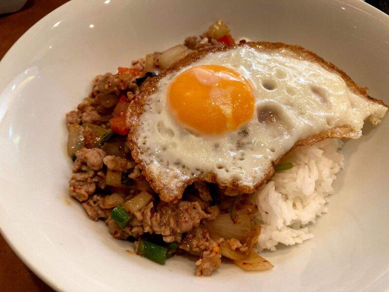 タイ料理レストラン『ThaChang(ターチャン)』ランチセットの豚肉ガパオ葉炒め